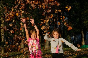 Take great photos of your kids having fun with autumn leaves!